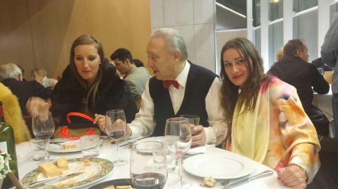 Mi hermana Katy y yo con Sito Tejeiro en la cena