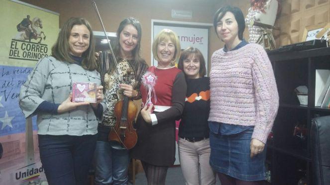 Elena Mikhailova y Rosetta Forner junto al equipo de ONDA MUJER