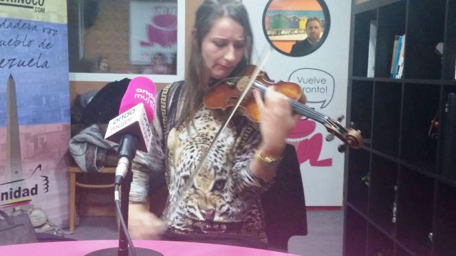 elena mikhailova onda mujer radio rosetta pr noticias violinista rusa violinista española real madrid violinista himno (3)