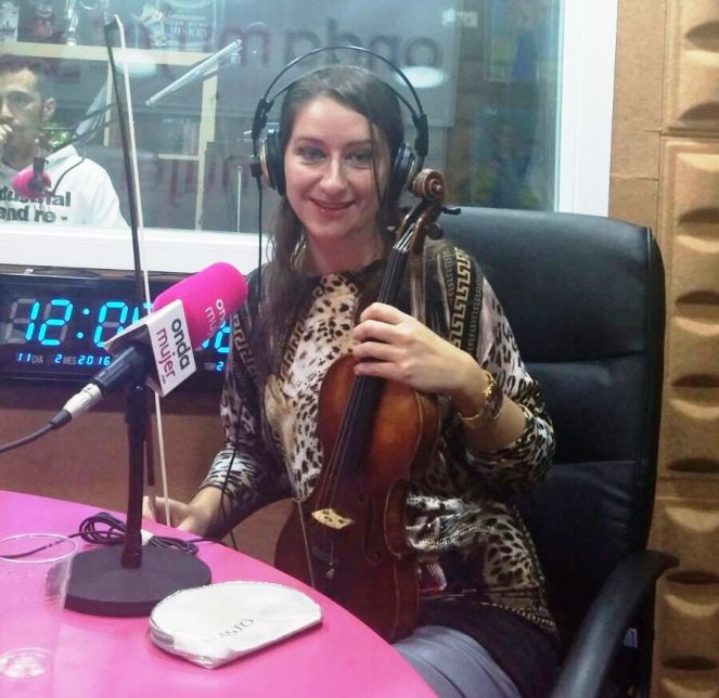 elena mikhailova onda mujer radio rosetta pr noticias violinista rusa violinista española real madrid violinista himno (4)