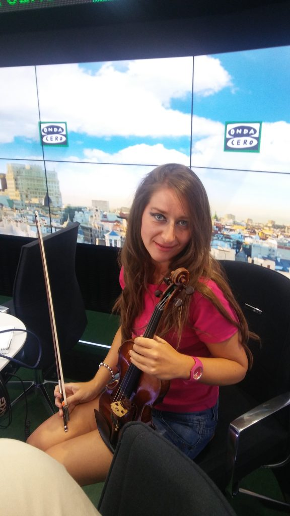 elena-mikhailova-ondacero-juan-ramon-lucas-2
